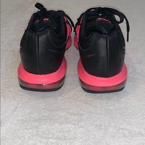 Nike Shoes - Women's Nike Dynasty Black & Hot Pink Sneaker